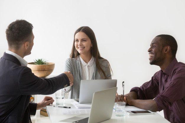 Постоянное взаимодействие с клиентами